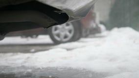 Перегары сгорания приходя из выхлопной трубы автомобиля сток-видео