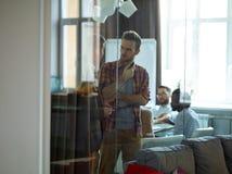Переговор в офисе Стоковое фото RF
