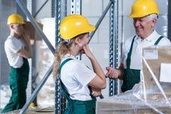 Переговор в складе стоковая фотография
