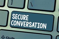 Переговор показа знака текста безопасный Схематическим сообщение обеспеченное фото шифровать между веб-службами стоковые фотографии rf