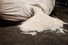 Перегрузка ломая мешок риса Стоковое Фото
