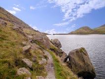 Передвигает с помощью рукоятки воду, район озера стоковые фотографии rf