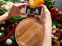 Передвижная технология сети блога фотографии еды Стоковое Изображение RF