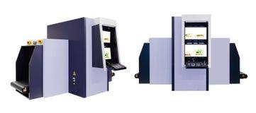 Передвижной рентгеновский аппарат на багаже счетчика регистрации авиапорта или  Ñ hecking или другие вещи на переходе и публично Стоковые Фотографии RF