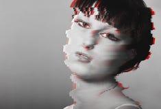 Передернутая девушка портрета стиля небольшого затруднения Стоковые Фото