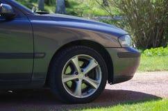 Переднее колесо автомобиля стоковая фотография rf