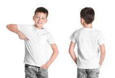 Передние и задние взгляды мальчика в пустой футболке стоковое изображение