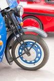 Передние колеса античных автомобилей стоковые фотографии rf