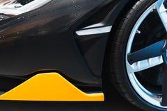 Передний бампер автомобиля сделанный волокна углерода стоковая фотография rf
