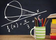Передний план стола с графиками классн классного уровнений математики Стоковая Фотография RF
