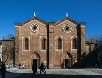 Передний фасад церков Santa Maria Incoronata XIV века на Corso Garibaldi стоковое изображение rf