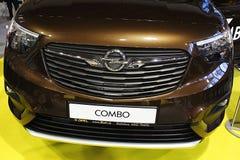 Передняя маска нового Opel фургона Комбинированн Жизни, как показано на экспо автомобиля Nitra в 2018 стоковые изображения rf