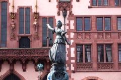 передняя статуя romer повелительницы правосудия Стоковая Фотография
