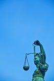передняя статуя romer повелительницы правосудия стоковое фото rf