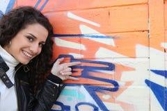 передняя стена надписи на стенах девушки Стоковое Изображение RF