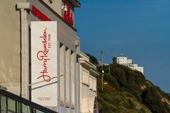 Передовица, знак для рыб Гарри Ramsden и ресторан обломоков стоковые фотографии rf