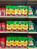 ПЕРЕДОВИЦА: Пища растительного происхождения на дисплее для продажи на розничном торговце фермы и сада стоковое изображение rf