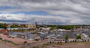 Передовица 07 06 Hanko 2018 Финляндия, панорама города обозревая Марину стоковое изображение rf