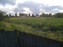 Перед штормом в деревне стоковое изображение rf