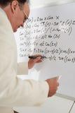 Перезаписывать формулы математики стоковые фотографии rf