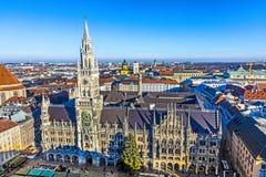 Перезвоны в здание муниципалитете Мюнхена стоковая фотография