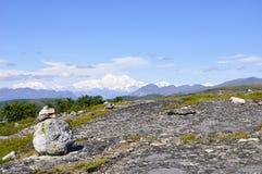 Переименованное Denali, гора в прошлом известная как Mt McKinley поднимает в расстояние Стоковая Фотография