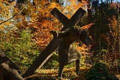 Перекрестная статуя нося Стоковая Фотография
