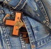 перекрестное карманн ключей джинсыов стоковая фотография rf