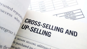 Перекрестное продавая слово на книге Стоковая Фотография RF