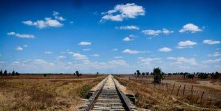 Перекрестные дороги в пустыне стоковые изображения rf