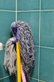 Перекрытие толпы на стене ванной комнаты Стоковые Изображения