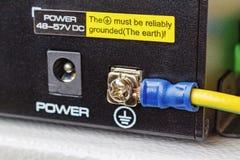 Переключатель локальных сетей PoE при соединенный заземляющий кабель Стоковая Фотография RF