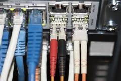 Переключатель сети локальных сетей с кабелями ethernet Стоковые Фотографии RF