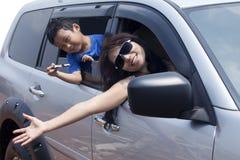 перемещать семьи автомобиля стоковые изображения