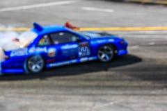 Перемещаясь автомобиль на следе Стоковое Изображение RF