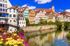 Перемещение в область Германии - красочная флористическая Tubingen Баден-wurttemberg городка стоковое фото