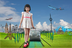 Перемещение девушки по всему миру стоковая фотография rf