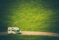 Перемещение и путешествовать жилого фургона Motorhome Стоковое фото RF