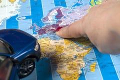 Перемещение - концепция Планирование путешествием автомобиля Туристские предметы первой необходимости Космос для текста Стоковая Фотография RF