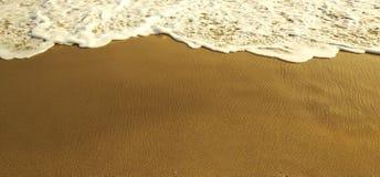 Перемещение пляжа моря ослабляет стоковое изображение
