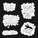 Перемещение помечая буквами фразу Милая нарисованная рука doodle путешествующ оформление также вектор иллюстрации притяжки corel стоковое изображение