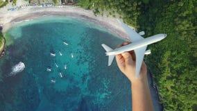 Перемещение по всему миру воздушным транспортом, концепцией летних каникулов сток-видео