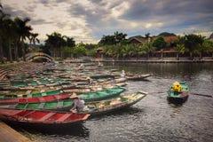 Перемещение реки шлюпок Ханоя Вьетнама Стоковая Фотография