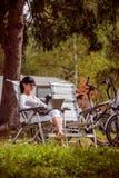 Перемещение семейного отдыха, отключение праздника в motorhome RV Стоковое Изображение RF