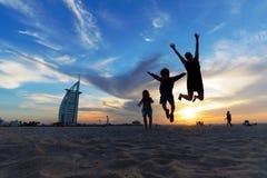 Перемещение с детьми - Дубай стоковые изображения rf