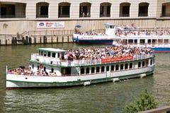 перемещение туристов реки chicago шлюпок sightseeing Стоковое Изображение RF