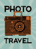 Перемещение фото Винтажный камер-чемодан Ретро плакат стиля grunge также вектор иллюстрации притяжки corel Стоковые Изображения RF