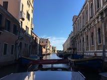 Перемещение шлюпкой в Венеции, Италии Стоковое Изображение
