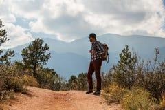 Перемещения Hiker к Америке в осени стоковое изображение rf