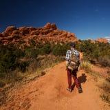 Перемещения Hiker к Америке в осени стоковые изображения